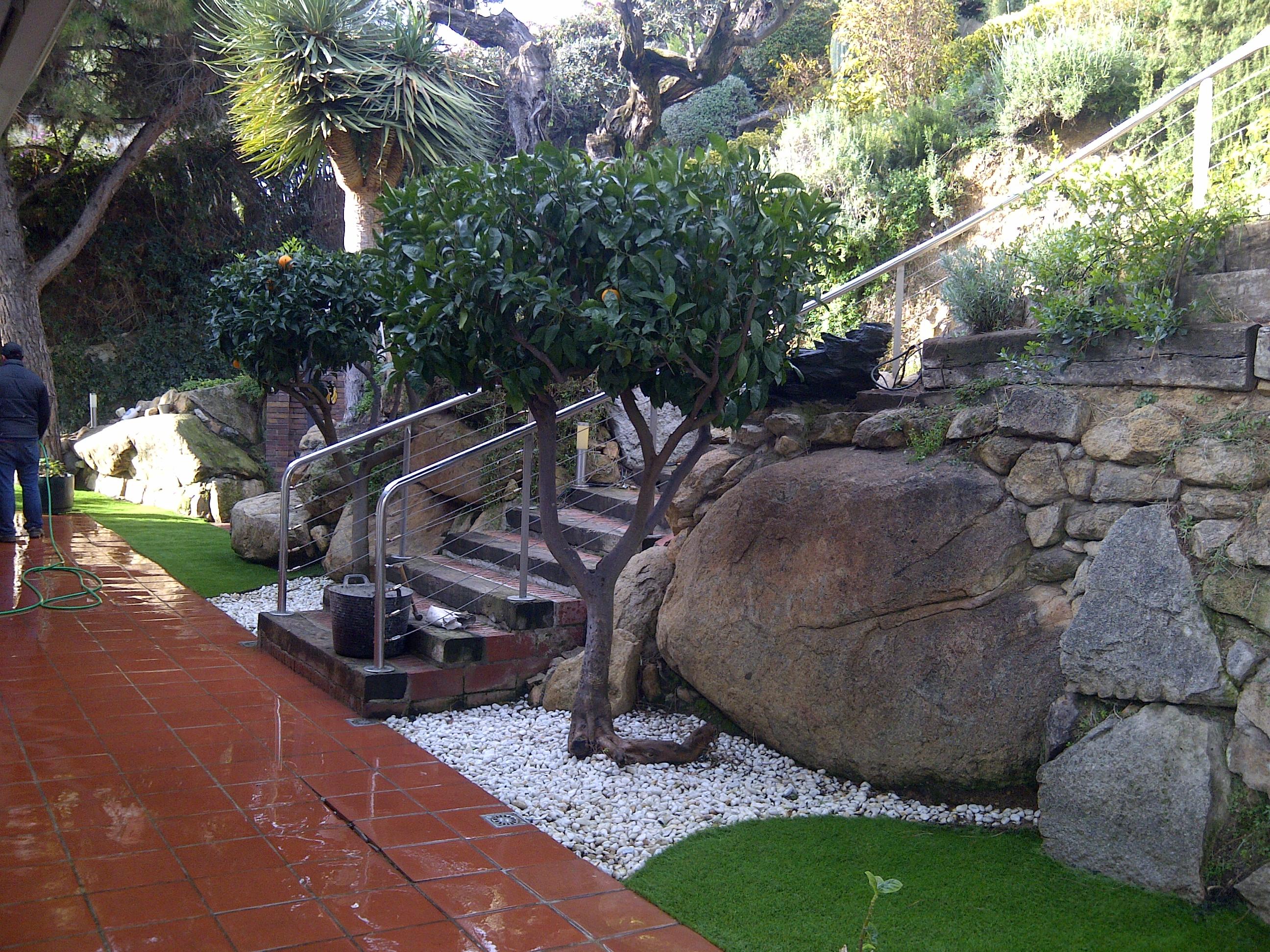 Renovando jardines con c sped artificial - Casa jardin badalona ...
